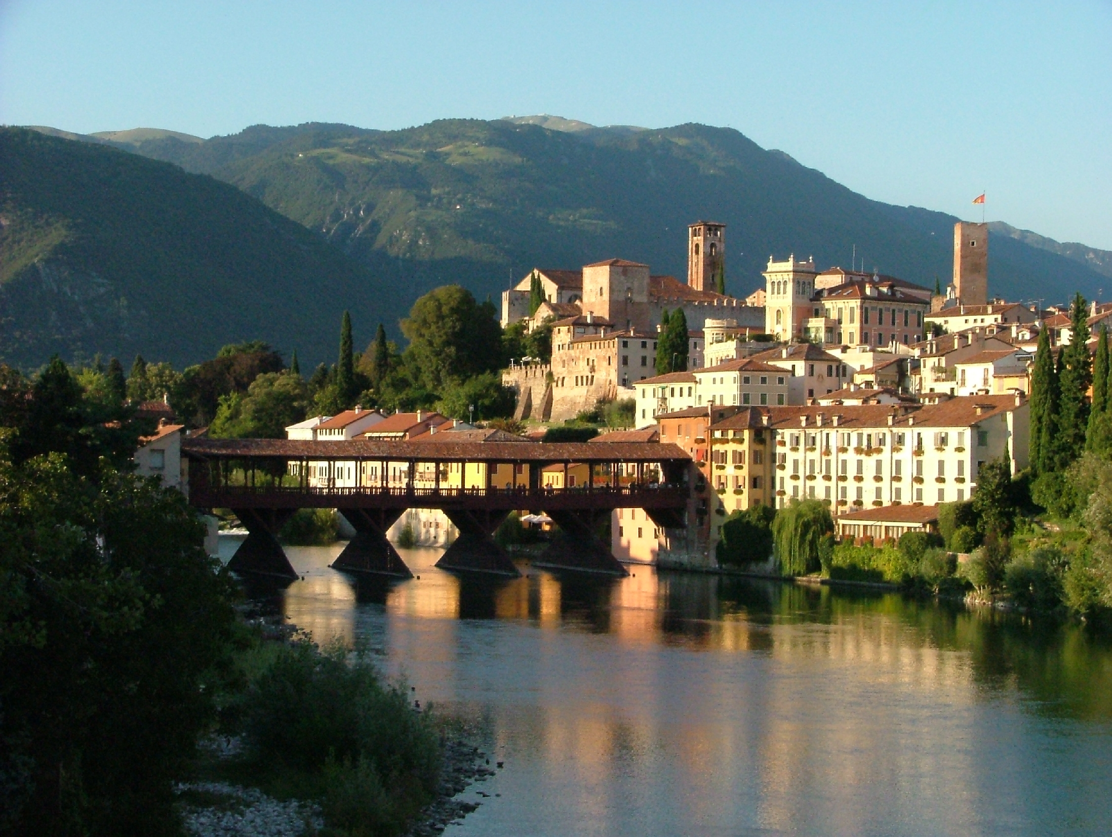 The bridge at bassano seeing and savoring italy for Arredamento bassano del grappa
